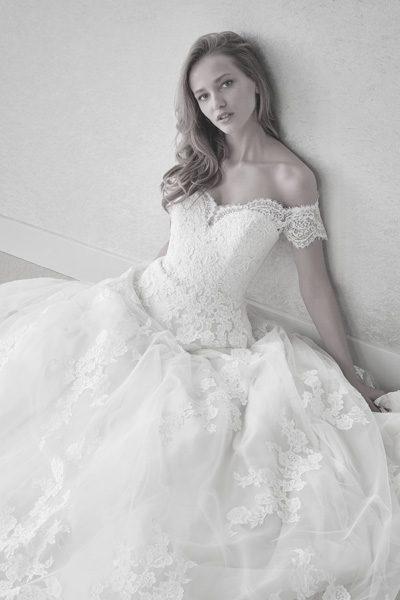 Brautkleid Herzausschnit mit Carmen-Ärmeln