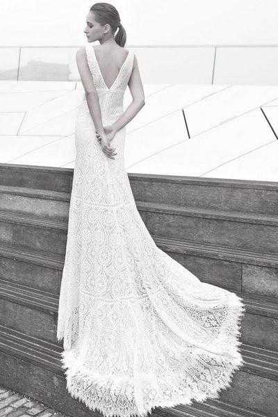 Brautkleid mit Schleppe, rückenfrei