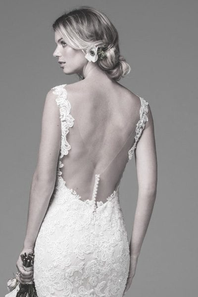 Brautkleid rückenfrei mit Knöpfen