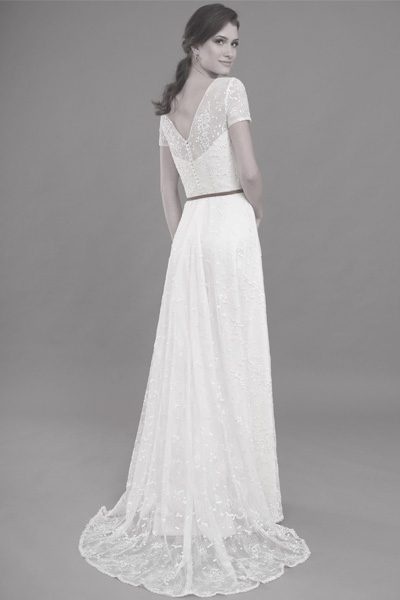 Brautkleid in ivory mit fein blumiger Spitze