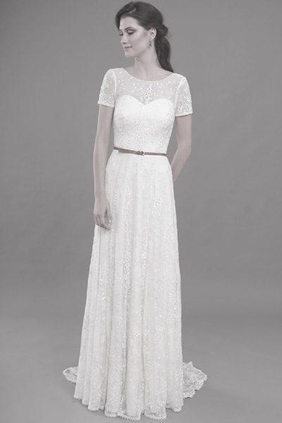 Kleid aus feiner Spitze mit kurzen Ärmeln