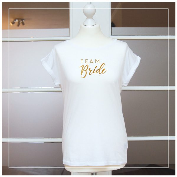 "weißes T-Shirt ""Team Bride"" in gold"