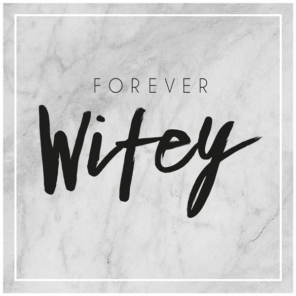 Forever Wifey auf Marmorhintergrund