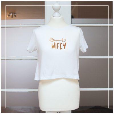 """T-Shirt für die Braut beim Junggesellinnenabschied """"Wifey"""""""