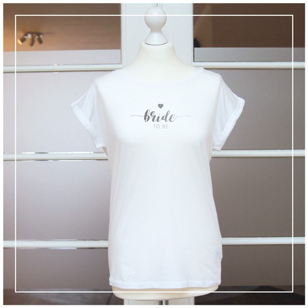 "T-Shirt mit Aufdruck ""bride to be"" in silber"