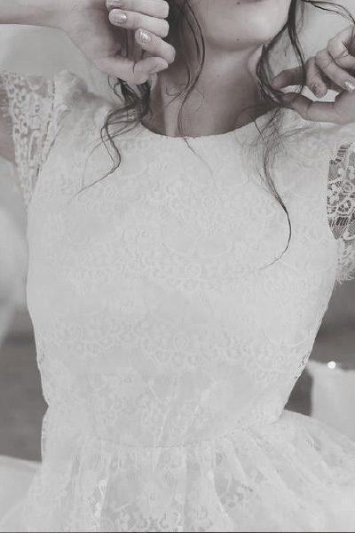 Brautkleid aus Spitze mit Cap-Ärmeln