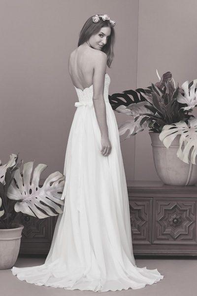 rückenfreies Hochzeitskleid mit kleiner Schleife