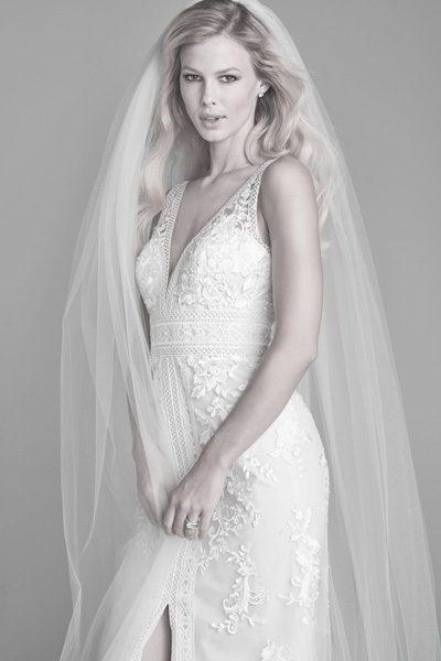 Hochzeitskleid mit breiten Schulterträgern