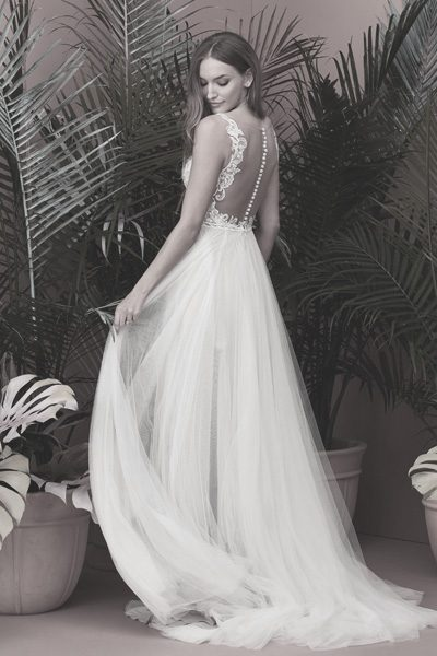 Brautkleid mit transparentem Rücken