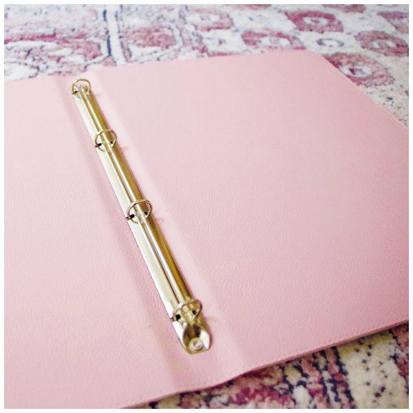 4-Ring-Mechanik des rosa Stammbuches für DIN A4 Blätter