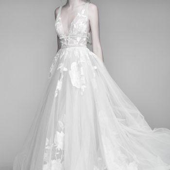 Brautkleid mit leichtem Tüll und floraler Spitze