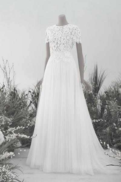 Hochzeitskleid mit floraler Spitze