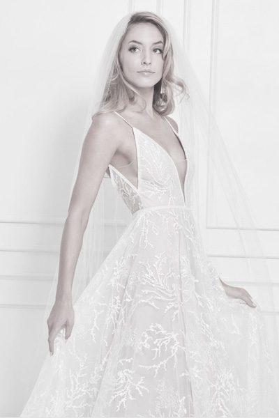 Hochzeitskleid mit tiefem Ausschnitt